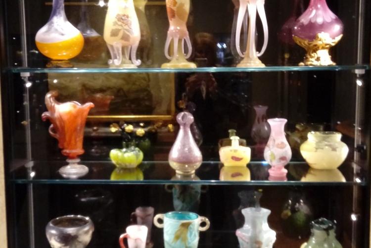wunderbare kunstvolle Vasen
