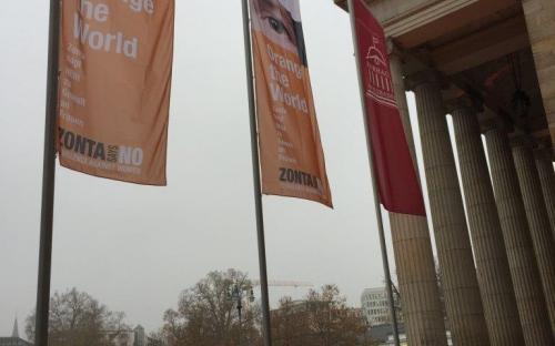 Unsere Flaggen vor dem Kurhaus