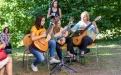 Der Förderverein finanzierte den Musikunterricht der jungen Dame in der Mitte.