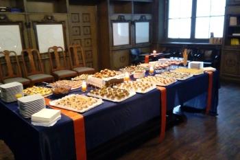 und abschließend appetitliche Fingerfood in der historischen Bibliothek
